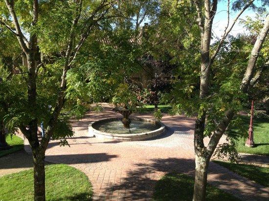 Vintners Inn: Outdoor courtyard