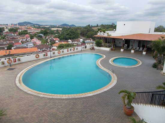 Emperor Hotel Malacca: Swimming pool