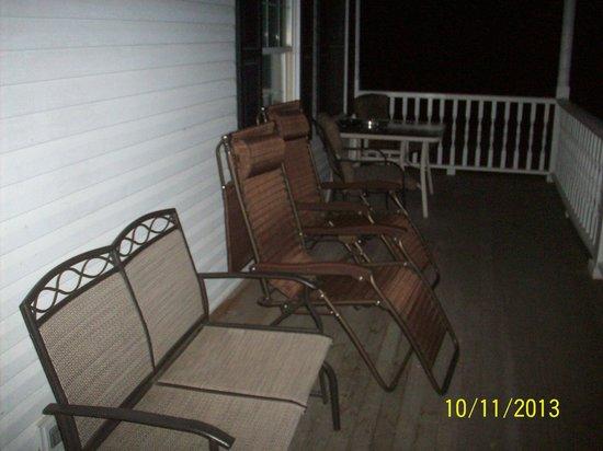 Niagara Guest House B&B : front porch