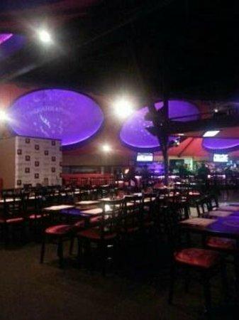 Dells Dynasty Restaurant & Lounge: Atmosphere!