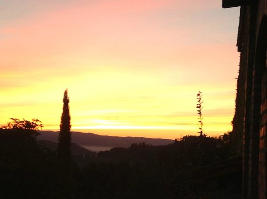 B&B Ponte a Nappo: Sunset over Tuscany
