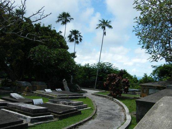 St. John's Parish Church : graveyard