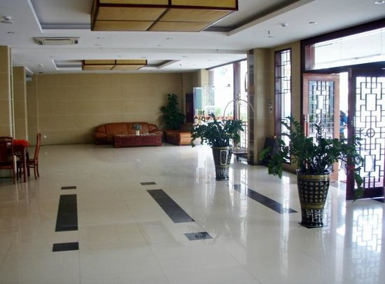 Lingshan County, China: lobby