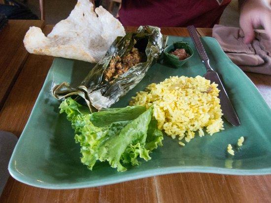 Khaima Restaurant: Ayam Betutu (chicken)