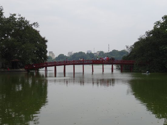 Rising Dragon Villa Hotel: Red Bridge at Hoan Kiem Lake