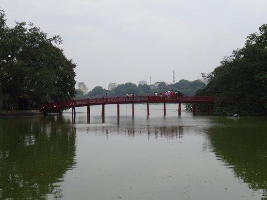 Rising Dragon Villa Hotel : Red Bridge at Hoan Kiem Lake
