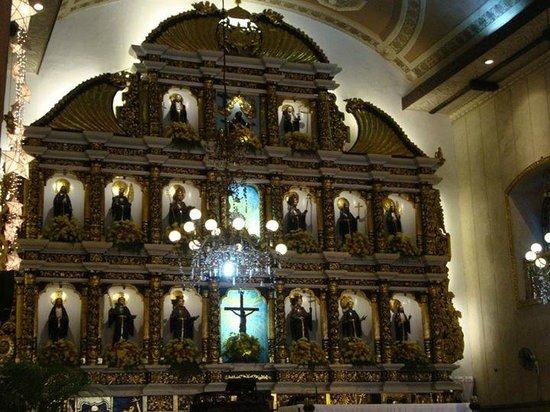 Basilica del Santo Niño: altar
