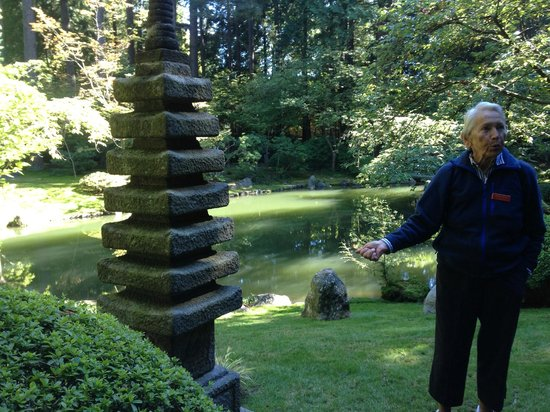 Nitobe Memorial Garden: The tour guide from Friends of the Garden explains the different shrines