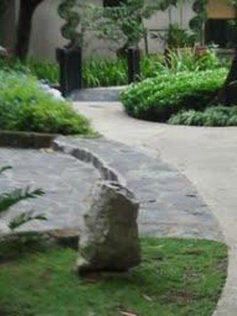 Dusit Thani Manila: Hotel Garden