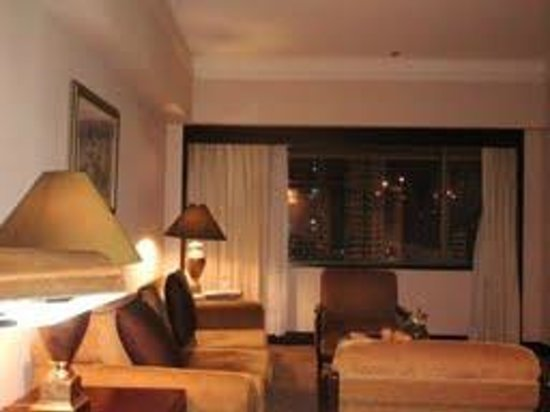 Dusit Thani Manila: Living Area in the Executive Suite