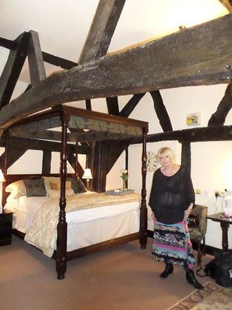 Ye Olde King's Head: Mum in our lovely room xxx