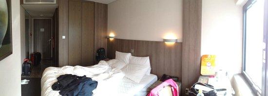 CenterMark Hotel: Room