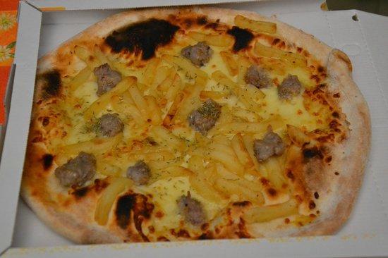 Pizzeria Mangiafuoco: Carsolina - Mozzarella, Salsiccia, Patatine fritte e Origano