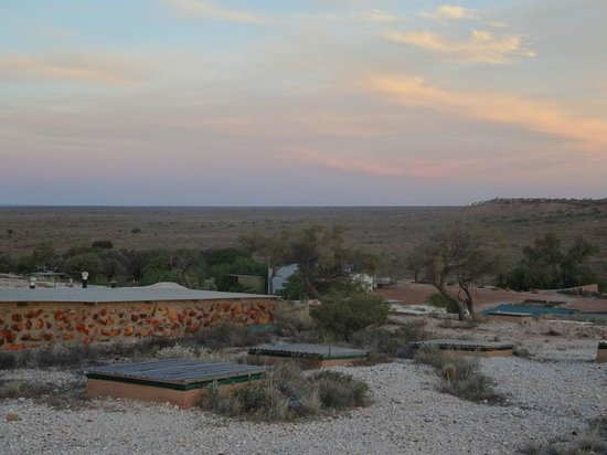 White Cliffs Underground Motel: View at sunset from the top of the hotel