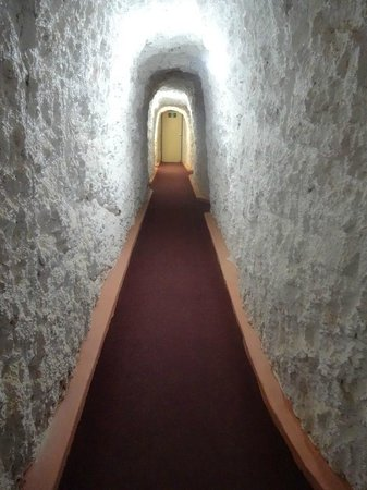 White Cliffs Underground Motel: Corridor - gives you a sense of the drilling!