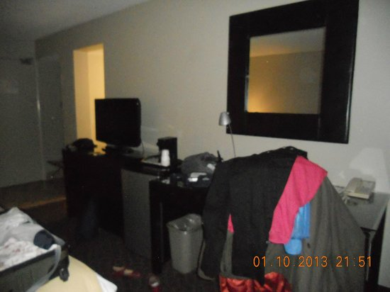 Ramada Kingston Hotel and Conference Center: chambre