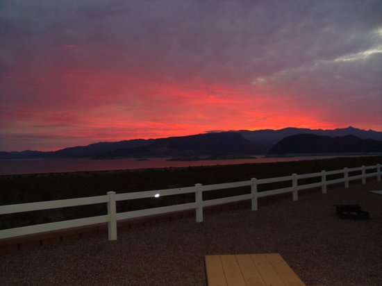 Lake Mead RV Village: Sunrise