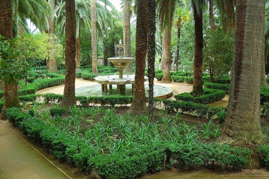 Carmen de los Martires: Jardín
