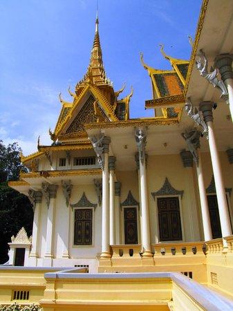 Silver Pagoda: Intricate verandah and roof