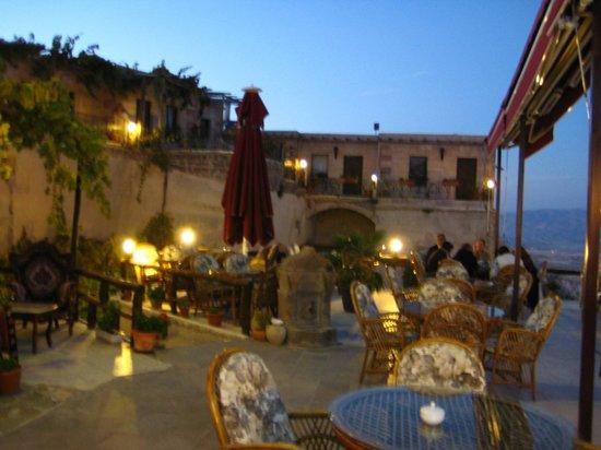 Hermes Cave Hotel: teras