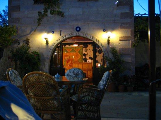 Hermes Cave Hotel : teras