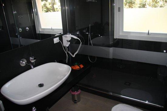 B&B Mondello Resort : The bathroom