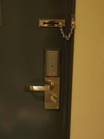 Hotel Skypark Myeongdong I : room door