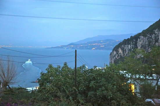 Capri Wine Hotel: The night-time view from our room