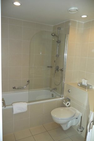 Radisson Blu Waterfront Hotel, Jersey: Bathroom