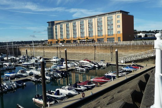 Radisson Blu Waterfront Hotel, Jersey: View of hotel from marina