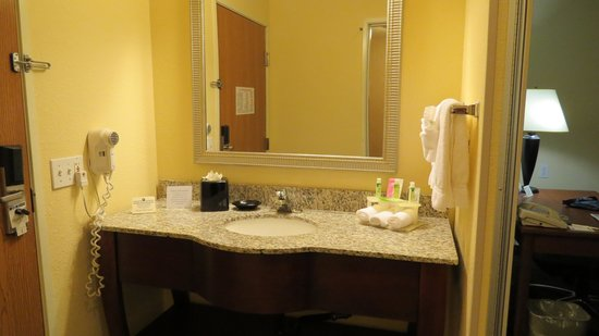 Holiday Inn Express Hotel and Suites Scottsdale - Old Town : part of bathroom
