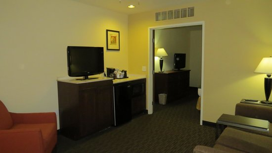 Holiday Inn Express Hotel and Suites Scottsdale - Old Town: Living area