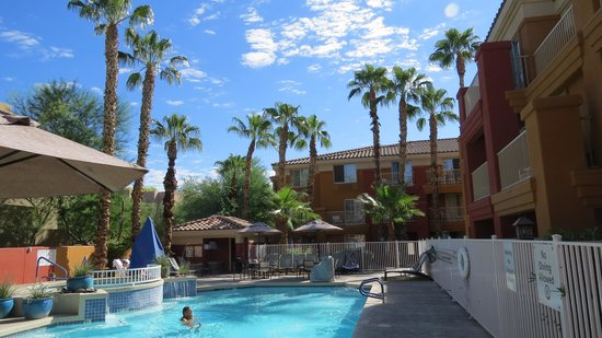Holiday Inn Express Hotel and Suites Scottsdale - Old Town: Swimming pool