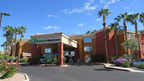 Holiday Inn Express Hotel and Suites Scottsdale - Old Town: Front of the hotel