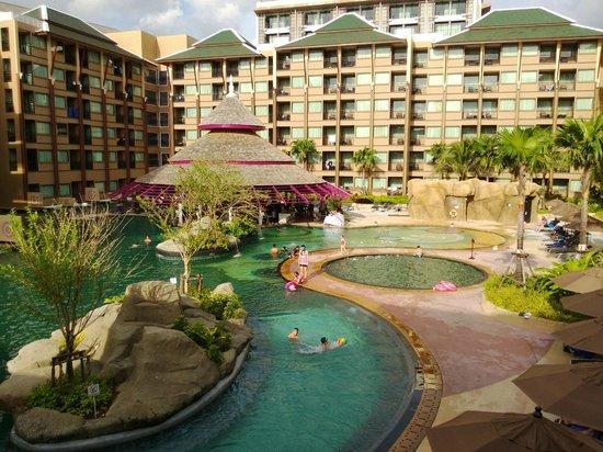 Novotel Phuket Vintage Park: территория отеля
