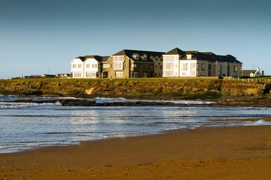 Armada Hotel overlooks Spanish Point Beach