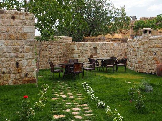 Selcuklu Evi: Garden, belonging to Cave Suite