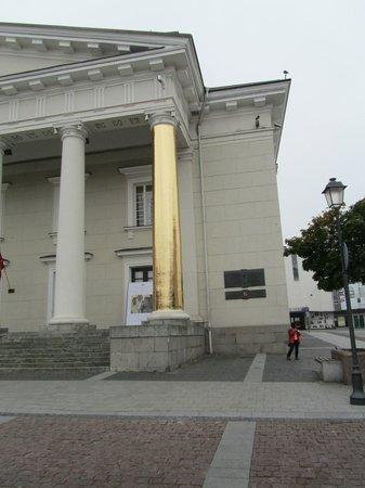 Town Hall (Rotuse) : de tbv 'iets' specifieke gouden pilaar