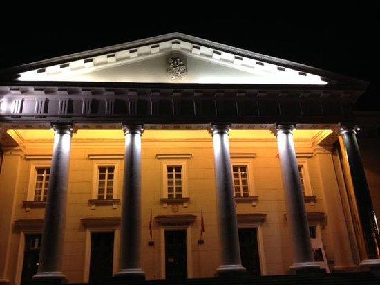 Town Hall (Rotuse): 's avonds met verschillend licht