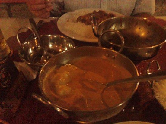 Jayanta Indian Restaurant: chicken korma and vindaloo in background