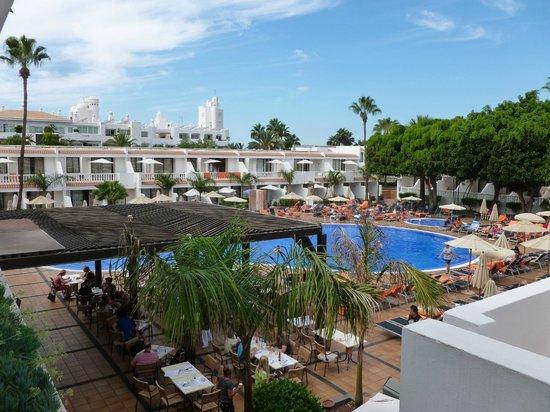 Los Hibiscos: Pool & Lunch-Bereich