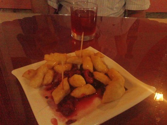 Jayanta Indian Restaurant: dessert - pancake pieces with fruit