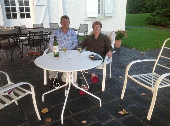 Clos Mirabel Manor : Jurancon on the terrace