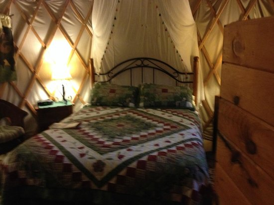 Cedar House Inn & Yurts : This is the inside of our Yurt