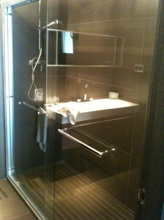 Hotel Constanza Barcelona : huge shower
