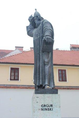 estátua de grgur ninski, varazdin