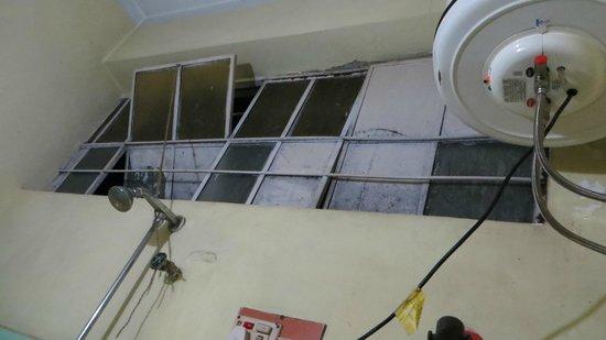 Hotel Pine Borough : bathroom ventilation