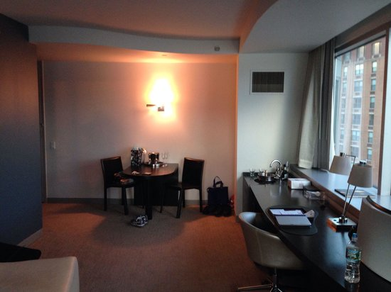 W Hoboken Fantastic Suite Eating Area With Sink And Empty Fridge Living Room