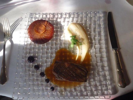 """Auberge du Cheval Blanc: Entenfilet und """"Tartin"""" von Rüben kurzer Jus"""