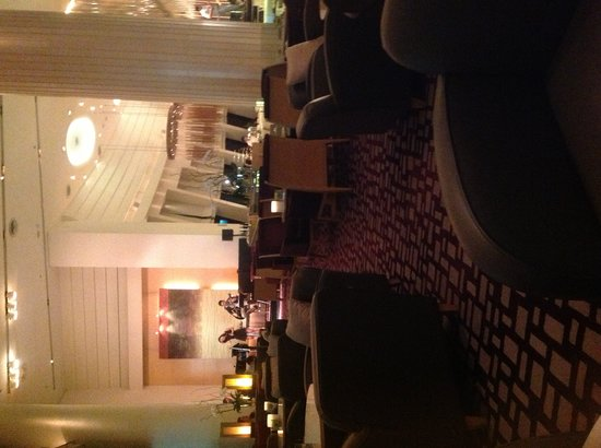 The Westin Grande Sukhumvit: Lobby lounge and vocalists